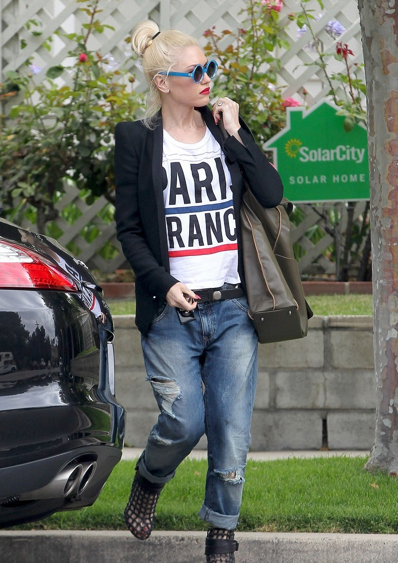 gwen-stefani-los-angeles-quay-here-comes-the-fun-turquoise-blue-sunglasses-le-shirt-paris-france-muscle-tee-givenchy-cage-booties